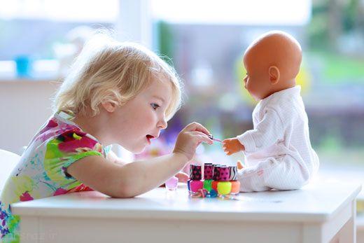 لاک سمی است و روی ذهن کودک تاثیر دارد