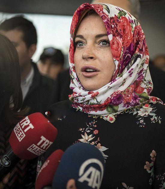 لیندسی لوهان با حجاب اسلامی در ترکیه