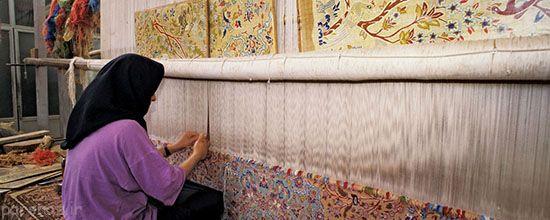 زنان بافنده فرش ایرانی در دنیای تاریک و روشن