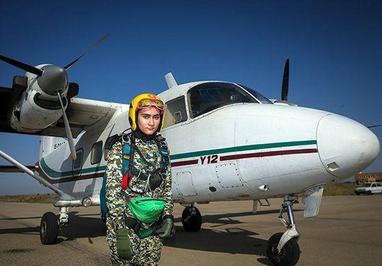 این دختر جوان ترین چترباز ایران است +عکس