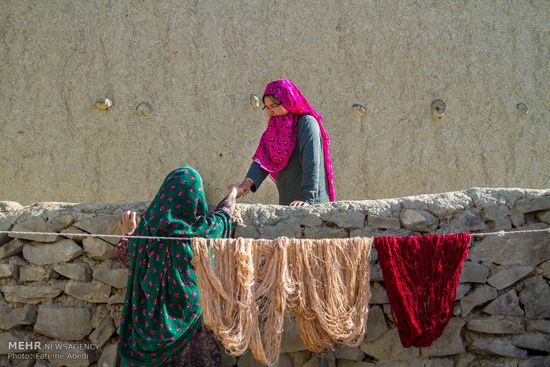 قالیبافی اصیل ایرانی در این روستا