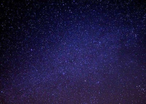 دلیل تاریک بودن آسمان در هنگام شب