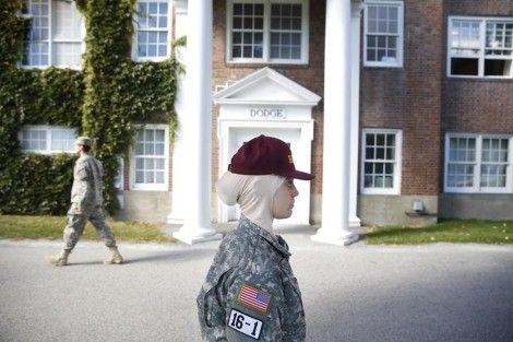 دختر زیبای با حجاب در دانشگاه نظامی امریکا
