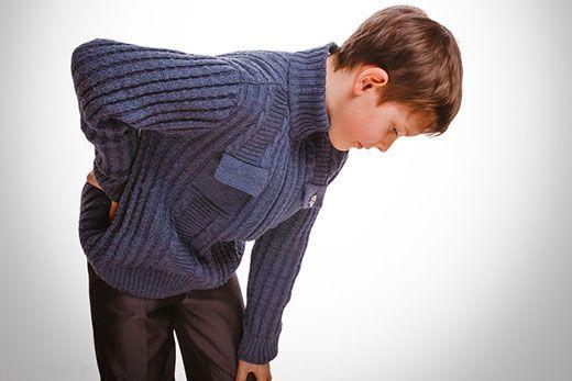 وقتی کودکان کمر درد می گیرند