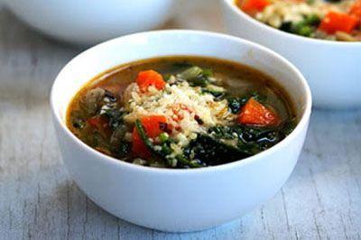 طرز تهیه سوپ اسفناج و پاستا خوشمزه