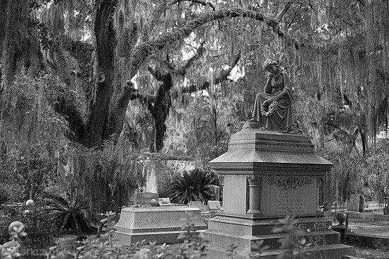 قبرستان های مخوف با دنیایی از ترس