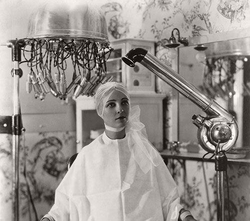 تصاویر جالب از آرایشگاه های زنانه در قدیم