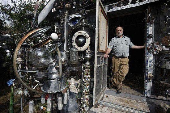 خانه کلارک بدفورد ساخته شده از قطعات فلز