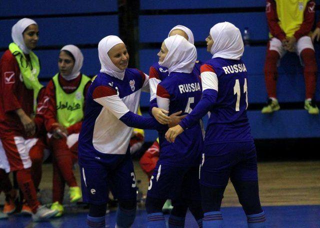 دختران روس بی حجاب در ایران فوتسال بازی کردند