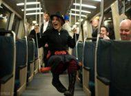 تاب بازی مردم داخل متروی آمریکا را ببینید