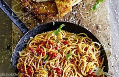 شنیسل مرغ را همراه با اسپاگتی درست کنید
