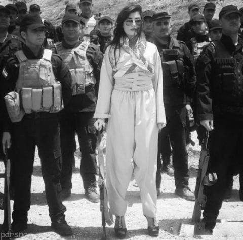 دختر زیبای جنگجوی کرد با کفش پاشنه بلند