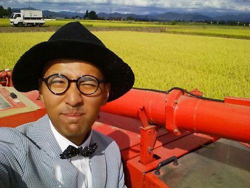 خوش تیپ ترین کشاورز دنیا با لباس آراسته