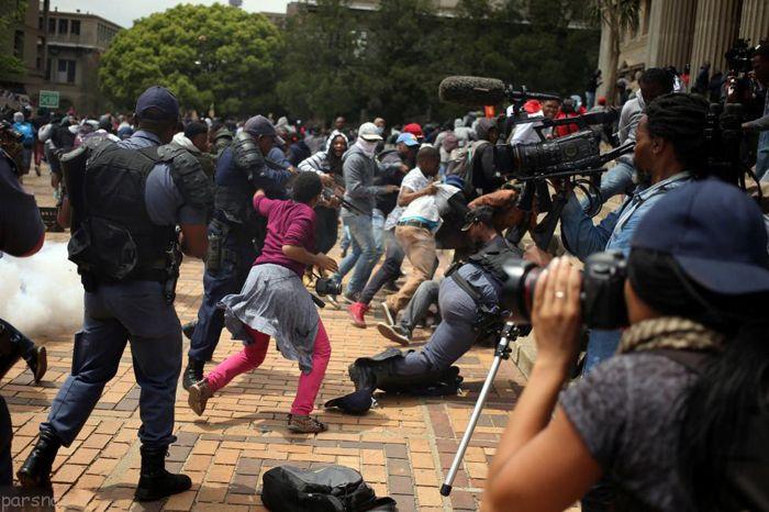 درگیری شدید دانشجویان با پلیس در آفریقا
