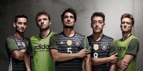 تجارت پر سود با لباس تیم ملی