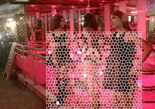 دخترانی برهنه که کنار خیابان برای رابطه جنسی +عکس