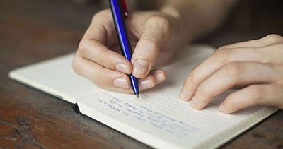 برای آرامش افکار خود را روی کاغذ بنویسید