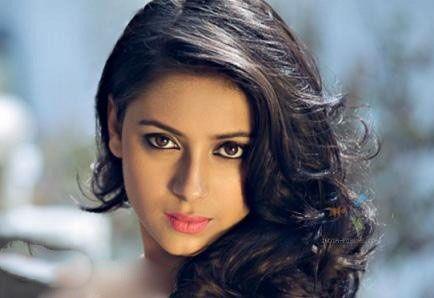 بازیگر زن مشهور هندی خودکشی کرد