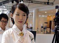 این دختر زیبا یک ربات انسان نمای ژاپنی است