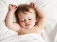 گریه کودک هنگام خواباندن در تختخواب
