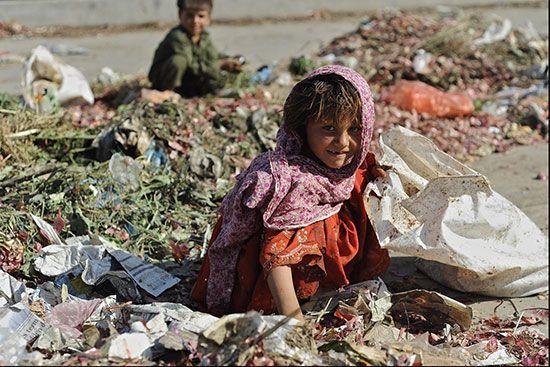 رابطه بین فقر و بی ثباتی در زندگی