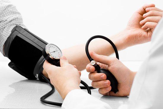 فشار خون را با مواد خوراکی پایین بیاورید