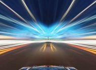 حرکت در خودرویی با سرعت نور و چراغ روشن