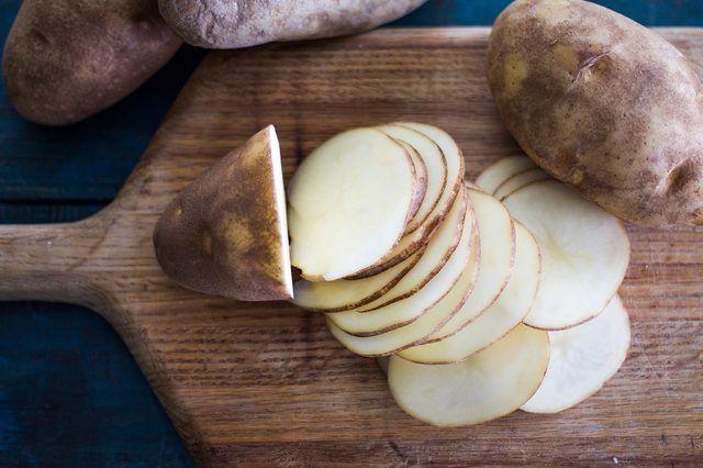 سیب زمینی و پنیر غذای خوشمزه و عالی