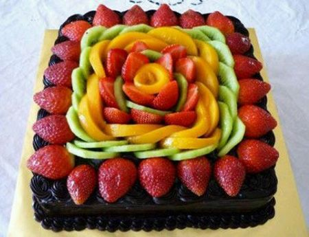 کیک آرایی زیبا با میوه های خوشمزه