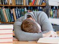 در شب امتحان درس بخوانیم یا بخوابیم؟
