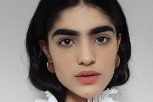 تصاویر مدل 17 ساله با ابروهای پرپشت خبرساز شد