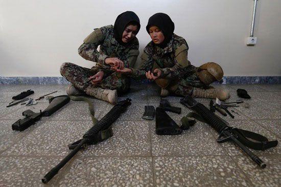 آموزش های نظامی به خانم ها و دختران باکره افغانی