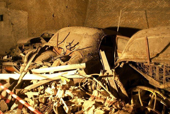 تونل عجیب زیرزمینی پر از ماشین های قدیمی