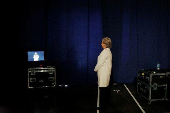 کیتی پری برای هیلاری روی صحنه رفت و خواند