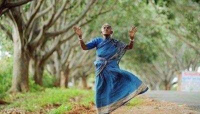 این پیرزن 300 فرزند از جنس درخت دارد