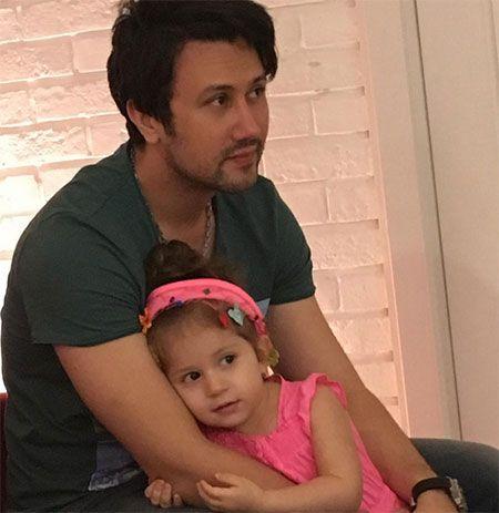 عکس های زیبا از شاهرخ استخری به همراه دخترش پناه