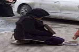 گدایی مادر فوتبالیست مشهور در خیابان