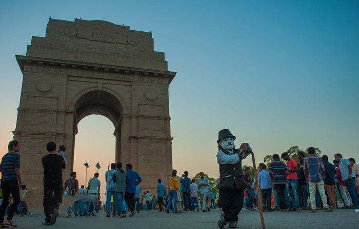 چارلی چاپلین قدکوتاه هندوستان را ببینید