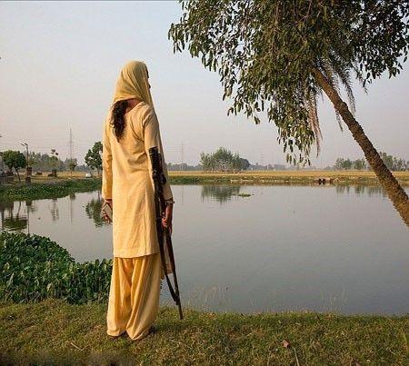 زن هندی که با مردان متجاوز هوس باز میجنگد