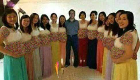همه 13 زن این مرد باردار هستند +عکس