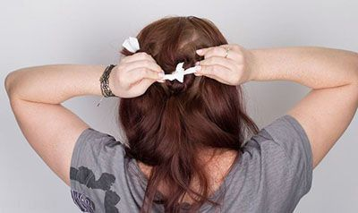 با دستمال کاغذی موهای خود را فر کنید