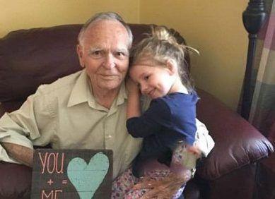 دوستی جالب دختر کوچولو با پیرمرد 82 ساله