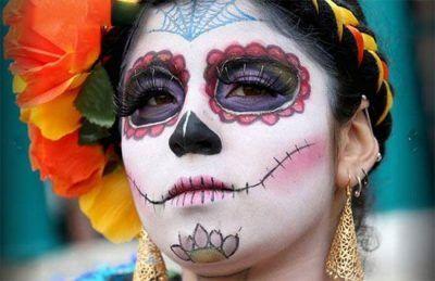 جشن مردم مکزیک برای مرده های قبرستان