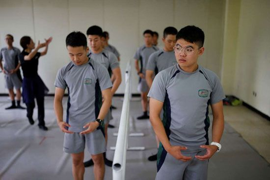 تمرین رقص باله برای سربازان مرزی کره