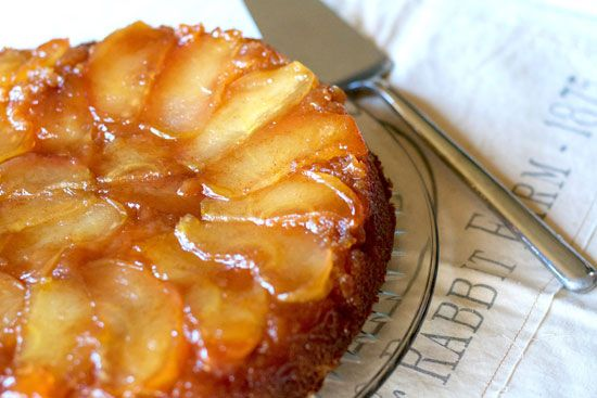 آموزش تهیه کیک سیب با مخلفات فراوان