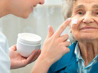 جوان سازی صورت افراد پیر و سالخورده