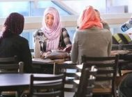 دختران و معلمان دبیرستان آمریکا با حجاب شدند