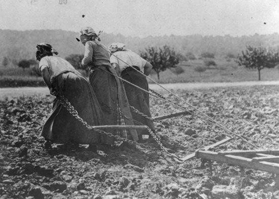 تجاوز و خشونت به زنان در جنگ جهانی اول