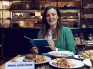 شغل این زن خوردن غذا در رستوران های لوکس است