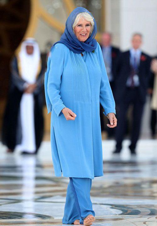 لباس با حجاب زیبای همسر شاهزاده ولز در مسجد دبی